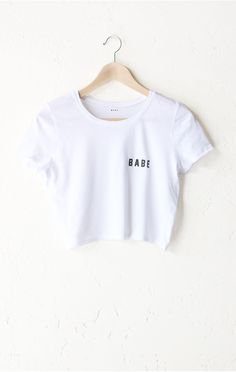 """- Description - Size Guide Details: Basic crop tee in white with print featuring 'Babe'. Brand: NYCT Clothing. 40% Polyester, 60% Cotton. Imported. Sizing: 32"""" / 81.28 cm width 16""""/ 40.64 cm length Me"""