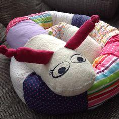In meinem Post zeige ich dir, wie man ganz schnell und einfach eine Bettschnecke als Nestschutz fürs Kinderbett, als Schmusetier oder einfach zum Liebhaben näht… meine Bettschnecke habe ich in girly Farben wie rosa, lila und pink genäht… aus kuscheligstem … mehr