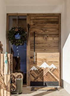 Chalet Design, House Design, Interior Design Inspiration, Home Decor Inspiration, Farm Shed, Wood Pallet Art, Mountain Decor, Colorado Homes, Winter House