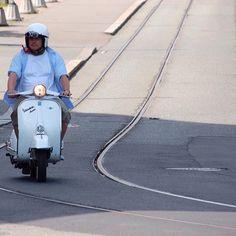 Scooter i Oslo #scooter #vespa #trikkeskinne #oslo #norway