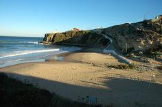 Praia do Magoito  Najlepsze i najpiękniesze plaże wokół Lizbony – mapa + informacje: http://infolizbona.pl/?p=1640 Jak dojechać na plaże w Lizbonie i okolicach [Mapa + aktualne ceny]: http://infolizbona.pl/?p=2712