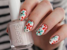 Spektor's Nails: Flowers on Essie - Fiji