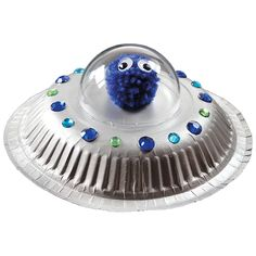 Vekkuli ufo syntyy mm.kahdesta paperilautasesta. Örkki on tehty langasta pompom-laitteen avulla. Paper Plate Crafts For Kids, Holiday Crafts For Kids, Summer Crafts, Diy For Kids, Unicorn Paper Plates, Paper Plate Animals, Ufo, Space Themed Nursery, Fun Projects