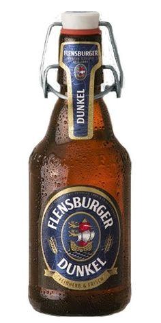 Cerveja Flensburger Dunkel, estilo Munich Dunkel, produzida por Flensburger Brauerei, Alemanha. 4.8% ABV de álcool.