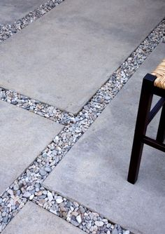 The mixture of concrete and stones.