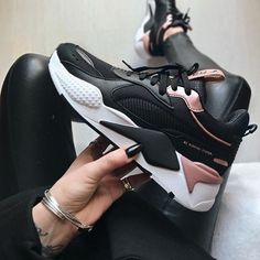 Puma RS X Trophy Women's Sneaker - Puma Schuhe - shoes Best Sneakers, Sneakers Fashion, Fashion Shoes, Puma Sneakers, Sneakers Workout, Black Shoes Sneakers, Punk Fashion, Lolita Fashion, Air Max Sneakers