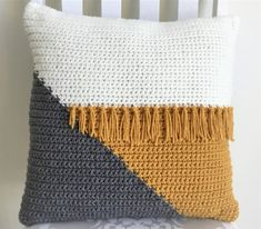 Most current Free Crochet pillow cover Concepts Cool Crochet Color Block Pillow – Crazy Cool Crochet Crochet Simple, Crochet Diy, Crochet Home Decor, Diy Crochet Pillow, Modern Crochet, Crochet Granny, Crochet Crafts, Crochet Cushion Cover, Crochet Cushions