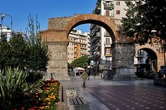 TRAVEL'IN GREECE I Arch of Galerius, Thessaloniki, Greece Places In Greece, Thessaloniki, Macedonia, Greece Travel, Planet Earth, Us Travel, The Good Place, Places To Visit, Around The Worlds