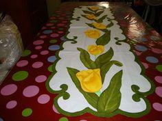 camino de mesa tulipanes