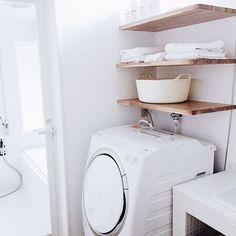 女性で、のig→haru_sitoa/新築/洗面所/サニタリー/洗濯機/洗濯機周り…などについてのインテリア実例を紹介。「白で揃えてみた。」(この写真は 2015-04-15 18:45:31 に共有されました)