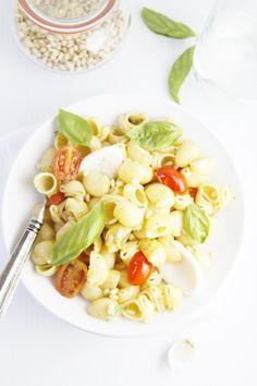 Simple Summer Pesto Pasta  | www.bellalimento.com #pasta #pesto