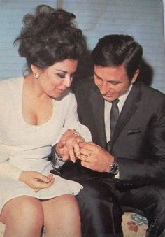 Soad hosny with Ali badrakhan Egyptian Beauty, Egyptian Art, Arab Women, Arab Girls, Life In Egypt, Incredible Film, Egyptian Movies, Arab Celebrities, Old Egypt
