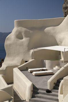 Relaxing, crispy beige tones against the velvet blue of the Aegean