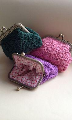 Marvelous Crochet A Shell Stitch Purse Bag Ideas. Wonderful Crochet A Shell Stitch Purse Bag Ideas. Crochet Wallet, Crochet Coin Purse, Crochet Purse Patterns, Crochet Shell Stitch, Crochet Stitches, Crochet Handbags, Crochet Bags, Love Crochet, Knitted Bags
