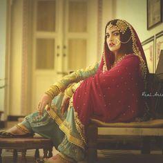 Experiment is my hobby ❤ Outfit Makeup Click Pakistani Bridal, Pakistani Dresses, Indian Dresses, Indian Outfits, Pakistani Suits, Emo Outfits, Indian Look, Indian Wear, Desi Bride