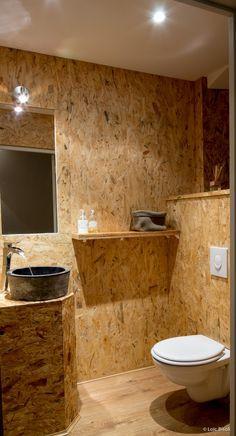 (5) Restaurant Olive et Artichaut- L'espace toilette en OSB pour un caractère brut.| Salle de bain / Bathroom | Pinterest