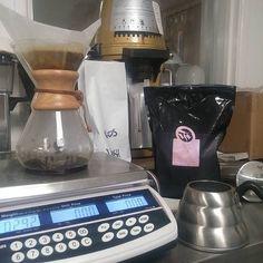 Benchmarking against the big boys. Delicious Mutheka from Nyeri Kenya via Tim Wendelboe in Norway. #coffee #roasting #chemex #aeropress #hario #mahlkonig #kenya #dailycortardo http://ift.tt/1U25kLY