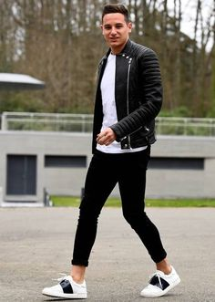 Football Is Life, Football Soccer, Velodrome Marseille, Black Jeans Outfit, Jean Outfits, Normcore, Leather Jacket, Mens Fashion, Nesta