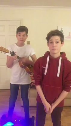They are amazing singers ❤🎧 Max And Harvey, Love My Husband, My Love, Max Mills, Harvey Mills, Musically Star, Young Cute Boys, Hot Boys, Boys Who