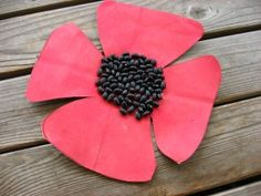 Poppy Craft for Remembrance Day and Veteran's Day Holiday Activities, Craft Activities, Preschool Crafts, Holiday Crafts, Preschool Ideas, Poppy Craft For Kids, Art For Kids, Crafts For Kids, Easter Crafts