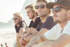 Amigos reunidos. Praia. Ensaio billabong verão 2017. Na http://www.overboard.com.br/ #billabong #surf #skate #moda #editorial #fotografia