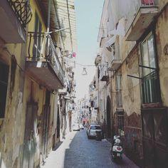 Salita Marchese de Turris e aria di primavera. 🌤️ #CastellammarediStabia #castellammaredavivere  #sunnyday #streets #streetview #haveawalk #lamiacittà Marchese, Instagram, Spring