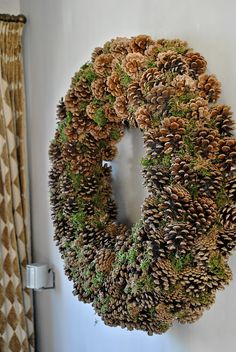 The things I like to do: Krans Homemade Christmas Wreaths, Christmas Baskets, Christmas Crafts, Xmas Decorations, Flower Decorations, Pine Cone Flower Wreath, Painted Pinecones, Pine Cone Crafts, Holiday Wreaths