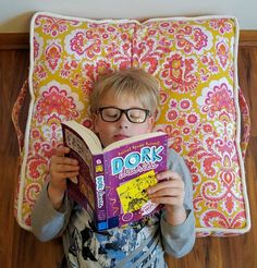 Toss this floor cushion anywhere to create the perfect reading spot! Choose favorite fabric prints and colors to create your own Reading Pillow. Pencil Case Tutorial, Zipper Pencil Case, Sewing Projects For Kids, Sewing For Kids, Sewing Crafts, Summer Fun For Kids, Sewing Tutorials, Sewing Ideas, Sewing Patterns