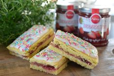 Good old-fashioned raspberry cakes - Franciska Beautiful World Raspberry Cake, Something Sweet, Sorbet, Cheesecake, Food And Drink, Sweets, Baking, Breakfast, Desserts