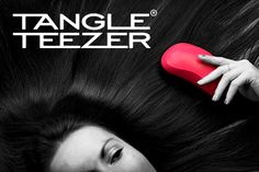 """¿Todavía no tiene su Tangle Teezer?  ¿Su cabello tiende a enredarse y sufre un verdadero infierno a la hora de cepillarlo? ¿Rompe el cepillo cada vez que desenreda el pelo? ¿Desea tener un cabello sano y lucir una melena brillante? En tal caso, no dude más y compre el exclusivo y revolucionario cepillo Tangle Teezer, apodado entre sus usuarios como """"el milagroso""""."""
