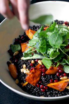 Oriental Beluga lentil salad with baked pumpkin, pomegranate and cashew nuts Lentil Salad Recipes, Healthy Salad Recipes, Baked Pumpkin, Pumpkin Recipes, Pomegranate Salad, Everyday Dishes, Bean Recipes, Baking Tips, Baking Hacks