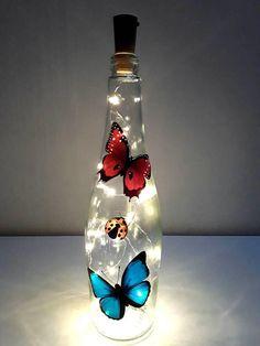 Plastic Bottle Art, Wine Bottle Art, Painted Glass Bottles, Lighted Wine Bottles, Glass Painting Designs, Decoration Plante, Glass Bottle Crafts, Bottle Painting, Creations