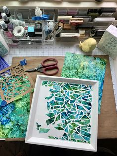 Upcycle a balsa wood serving tray by painting white and adding mosaic pattern with resin finish Diy Resin Art, Diy Resin Crafts, Diy Crafts To Sell, Mosaic Art Projects, Mosaic Crafts, Diy Projects, Cd Crafts, Home Crafts, Paper Crafts