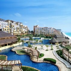 Fiesta Americana Condesa - Cancun.  Swim up bar?  Yes, please.  @ryan wengel