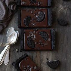 Oreo Tarte - without baking! Simply: wow - kuchen ohne backen -Chocolate Oreo Tarte - without baking! Love Chocolate, Chocolate Lovers, Chocolate Recipes, Chocolate Chips, Chocolate Cake, Baking Chocolate, Chocolate Tarts, Melted Chocolate, Decadent Chocolate