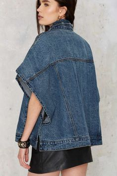 Nasty Gal Lion's denim poncho Estilo Fashion, Denim Fashion, Fashion Outfits, Emo Fashion, Modest Fashion, Jeans Recycling, Denim Mantel, Diy Clothes, Clothes For Women