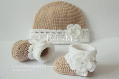 Crochet baby booties and hat set, baby shoes, boots, socks, beanie, tan, white, flowers,  photo prop, size 0-3 months, gift, baby shower