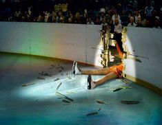 13 Embarrassing Moments in Ice Skating - ice skating pictures - Oddee Wallpapers Funny, Ice Skating Pictures, Mister V, Sports Fails, Embarrassing Moments, Awkward Moments, Funny Moments, Tough Love, Sports Photos