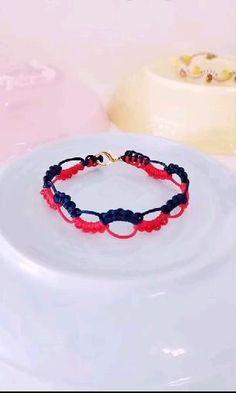 Diy Bracelets Video, Diy Bracelets Patterns, Macrame Bracelet Patterns, Diy Friendship Bracelets Patterns, Macrame Bracelets, Jewelry Patterns, Diy Crafts Hacks, Diy Crafts Jewelry, Bracelet Crafts