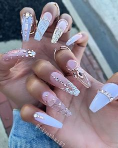 We have collected 130 + elegant Rhinestones coffin nails for you. Enjoy these beautiful nail art and welcome your Inspiration erupted! Bling Acrylic Nails, Glam Nails, Best Acrylic Nails, Rhinestone Nails, Fancy Nails, Bling Nails, Love Nails, My Nails, Bling Nail Art