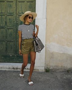 How to get sincerely jules style. the queen of l. cool is one of our favorite style muses. one of favorite things about her style is her use of Summer Holiday Outfits, Spring Summer Fashion, Autumn Fashion, Style Outfits, Mode Outfits, Casual Outfits, Style Casual, My Style, Look Con Short