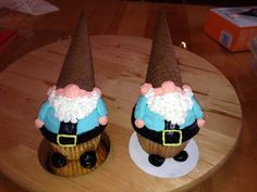 Gnome cupcakes!!! Kid Cupcakes, Yummy Cupcakes, Cupcake Cakes, Cupcake Toppers, Hobbit Cake, Cupcake Recipes, Cupcake Ideas, Frosting Tips, Dessert Decoration