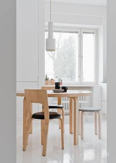 Home decoration kitchen Scandinavian Modern, Dining Room Chairs, Dining Area, Dining Rooms, Unpainted Furniture, Skandinavisch Modern, Minimalist Home Decor, Home And Deco, Interiores Design