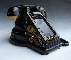 """Take a look at the iRetrofone Steampunk dock for iPhone, how cool. """"The iRetrofone Steampunk dock for iPhone from freelandstudios is hand-sculpted and hand-cast in thick urethane resin. Using your own docking cable, the iRetrofone dock. Design Steampunk, Arte Steampunk, Style Steampunk, Steampunk Fashion, Victorian Steampunk, Steampunk City, Steampunk Artwork, Steampunk Crafts, Steampunk Lamp"""