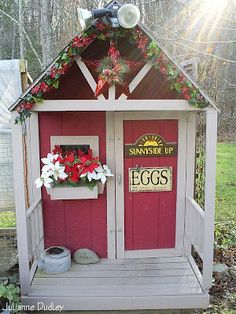 Holiday Cyber Chicken Coop Tour -- Community Chickens  Guess I need to decorate my coop!