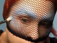 How to do mermaid makeup for Halloween. How creative!