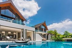 Located within one of Phuket's most exclusive luxury estates, Villa Tian at Cape Yamu is an elegant contemporary island residence with striking interior designs and and an extensive range of private facilities.