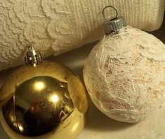Ideas for recycling old ornaments - the lace covered ones and the button covered ones would work well on my tree! Make The Best of Things: Recycled Christmas Ornaments