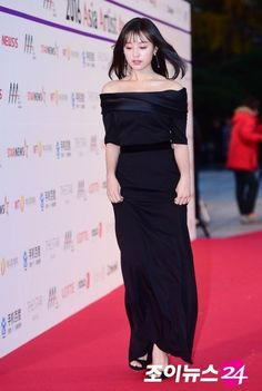 "Kim Ji Won HQ على تويتر: ""[event] - Kim Ji Won at the 2016 Asia Artist Awards #actresskimjiwon #金智媛 #김지원 #AAA2016… "" Asia Artist Awards, Kim Ji Won, Strapless Dress Formal, Formal Dresses, Red Carpet Dresses, Actresses, Twitter, Fashion, Dresses For Formal"