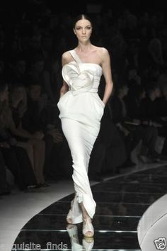 18-125-NEW-VERSACE-ONE-SHOULDER-WHITE-LONG-DRESS-GOWN-WITH-HEART-42-6 http://rover.ebay.com/rover/1/711-53200-19255-0/1?icep_ff3=2&pub=5575119595&toolid=10001&campid=5337664594&customid=&icep_item=181282613080&ipn=psmain&icep_vectorid=229466&kwid=902099&mtid=824&kw=lg